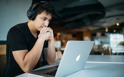 Volwassenen leren volgens deze principes in een online training